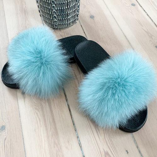 blå pelsslippers