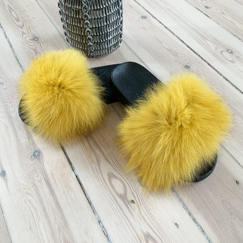 gule slippers